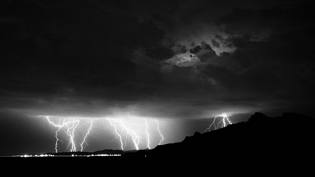 Lightning Black and White