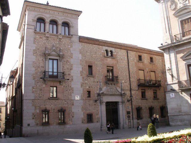 Disfrutando de madrid plaza de la villa 3 4 casa de cisneros - Casas singulares madrid ...