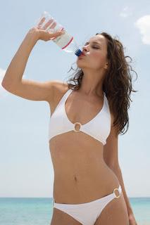 bere acqua, cibi abbronzanti, abbronzatura perfetta, idratazione