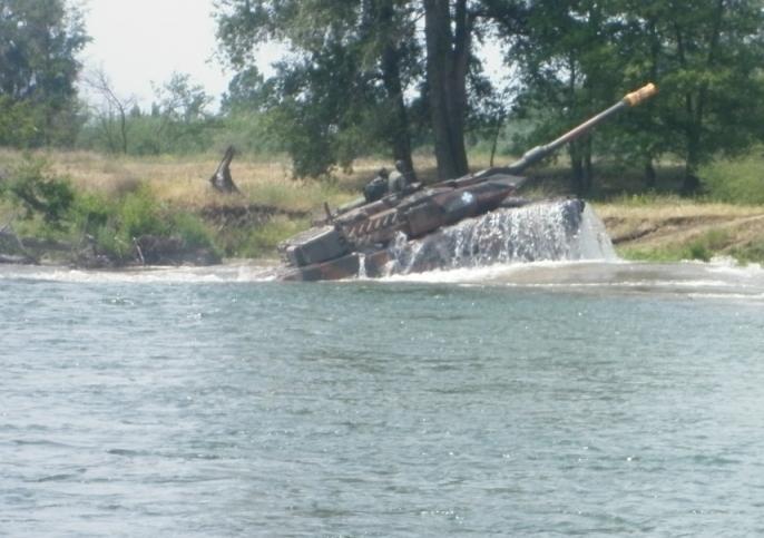 Τα άρματα πέρασαν το ποτάμι (φώτο)...που