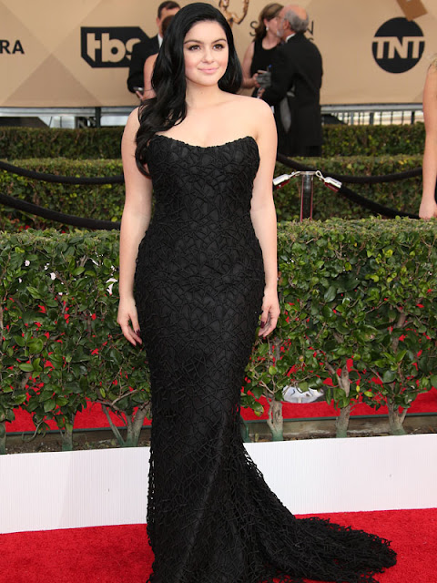 "Ariel Winter is ""not ashamed"" of her breast reduction scars"