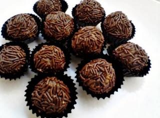 Resep Kue Bola-Bola Coklat Meses Sederhana
