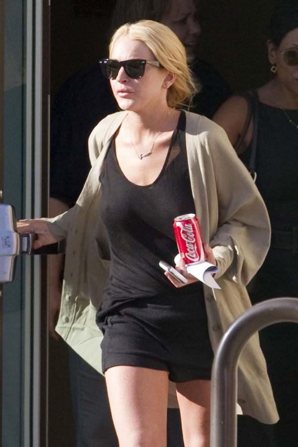 Photo Lindsay Lohan Tanpa Bra Serta Penampilannya Di Blank