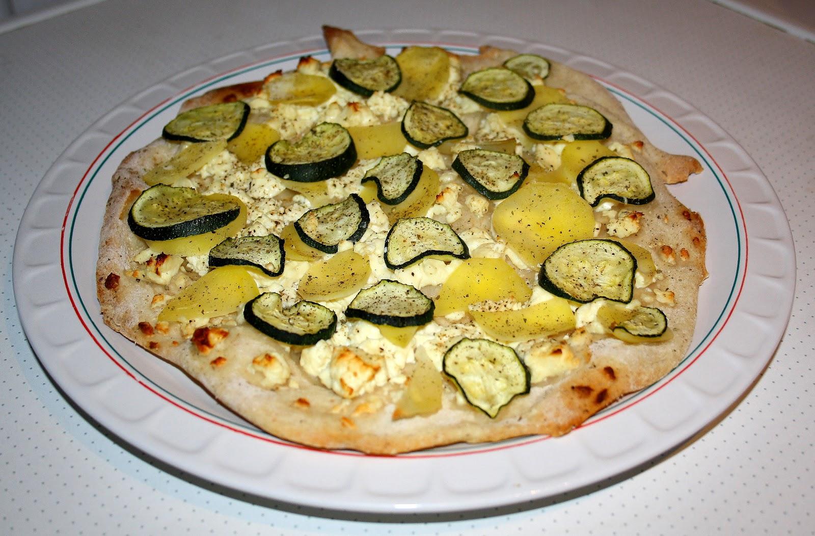 pizza patata con zucchine essen und trinken. Black Bedroom Furniture Sets. Home Design Ideas
