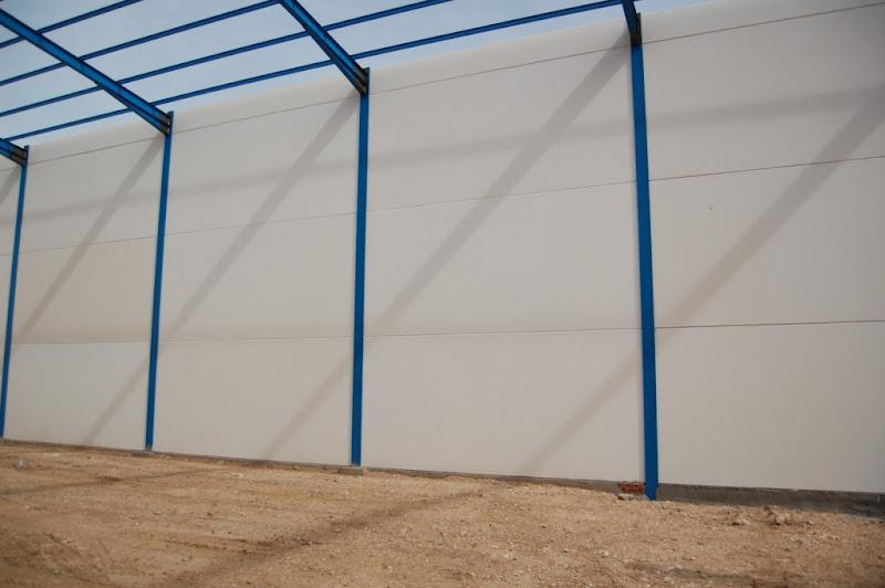 Foto de fachada prefabricada de hormig n con aislante y for Prefabricados de hormigon precios
