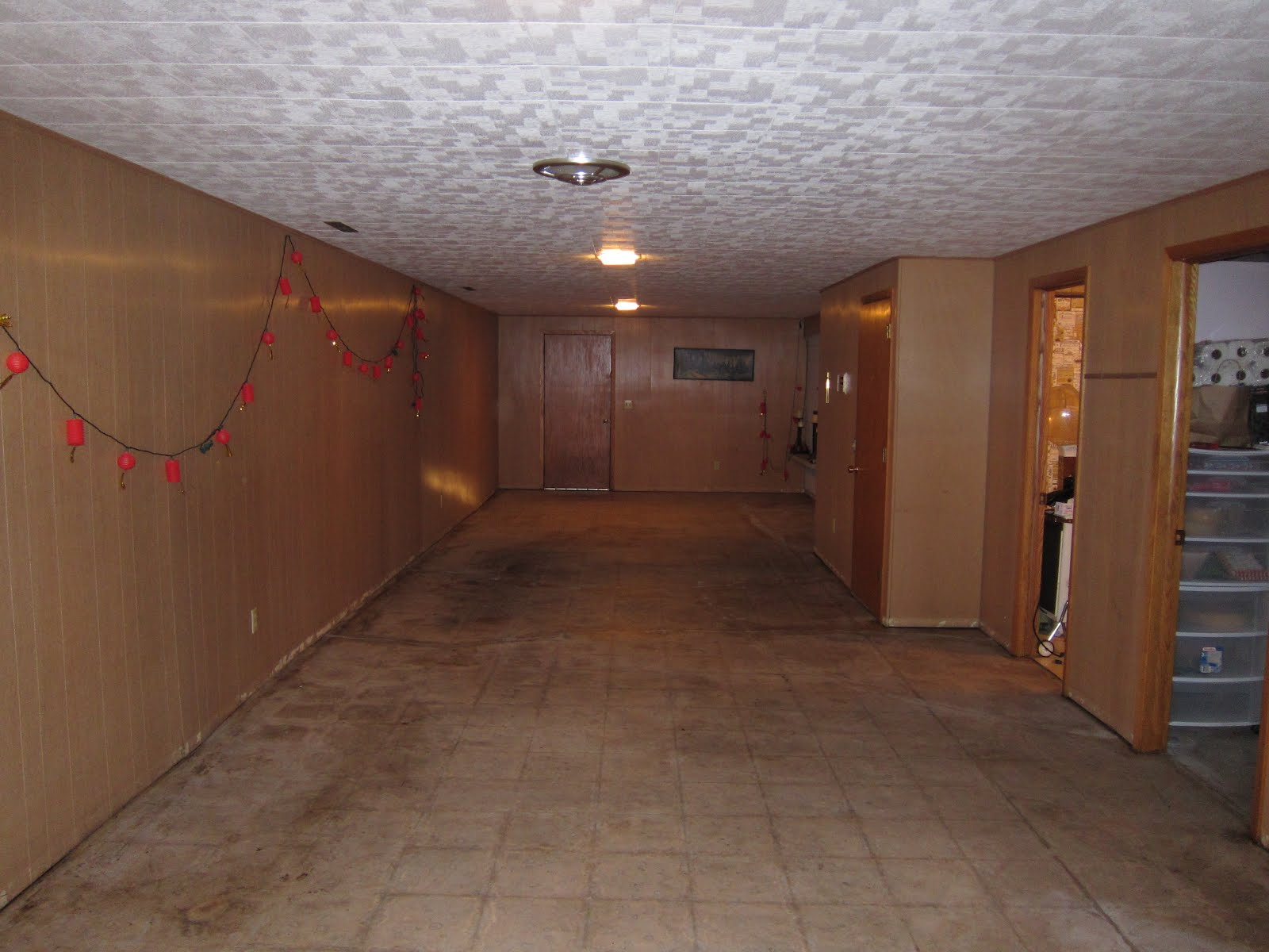Basement floor preferred home design for Retro basement ideas
