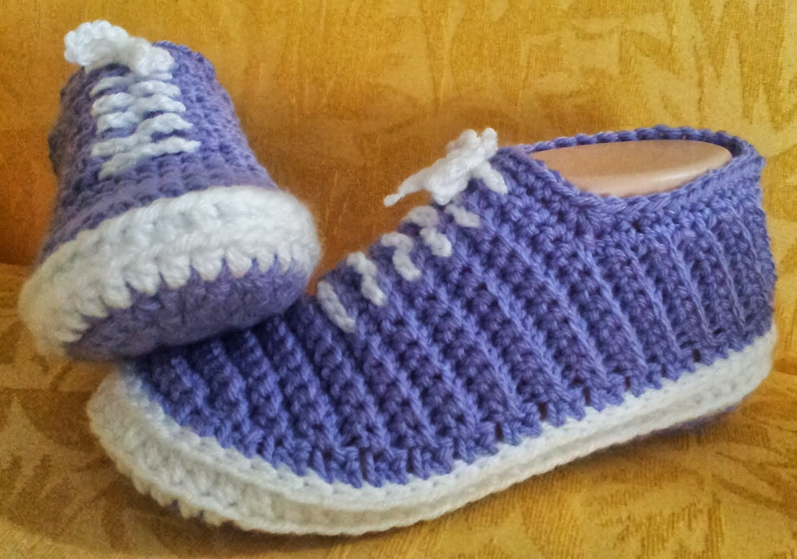 Crochet Patterns Slippers : This pattern is cheap, not free. Click on the links below to find it.