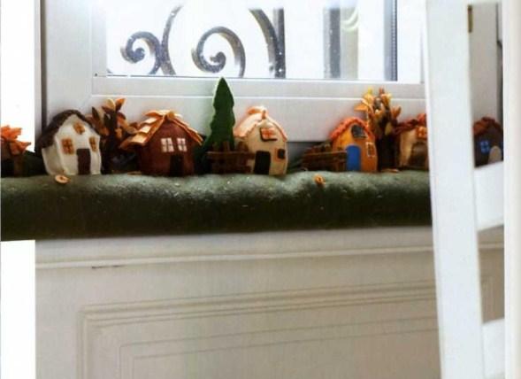 Le mini dai monti paraspifferi in feltro con le casette - Paraspifferi per finestre ...