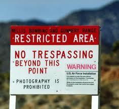 cartel de aviso en el área 51