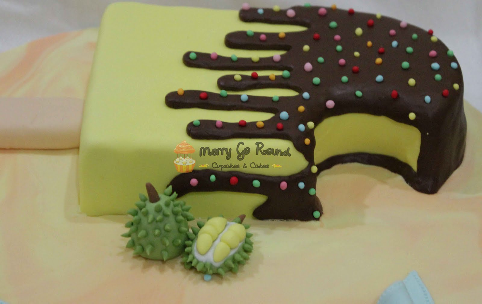 Ice Cream Shaped Cake : Merry Go Round - Cupcakes & Cakes: Durian Ice Cream Shaped ...