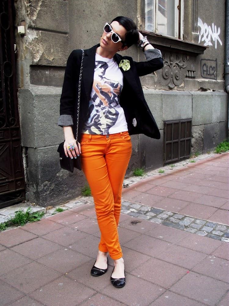 Sreća u vidu narandžastih pantalona…