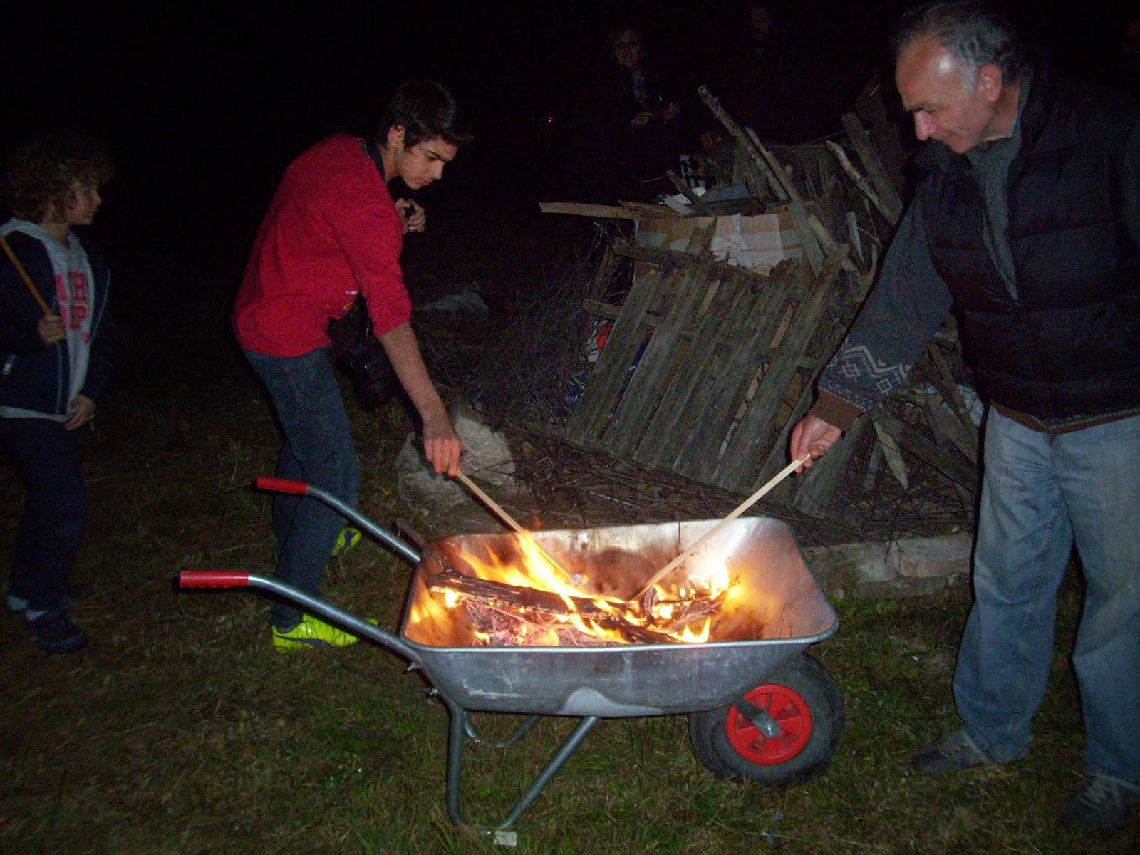 Antonio e Federico bruciano i loro biglietti