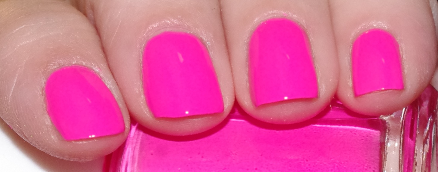 My little world of polish by Lily Nail: Essie pink parka