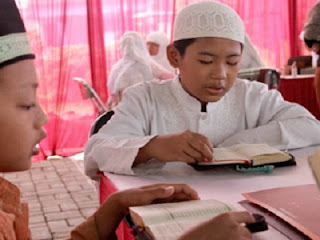 Santri Darul Qur'an sedang tilawah (foto pppa.or.id)