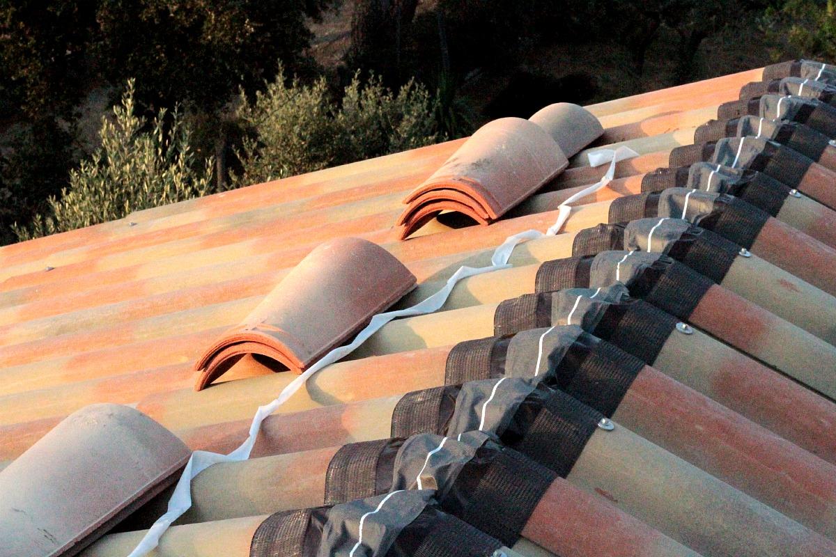 r fection de la toiture le cabanon sur la colline. Black Bedroom Furniture Sets. Home Design Ideas