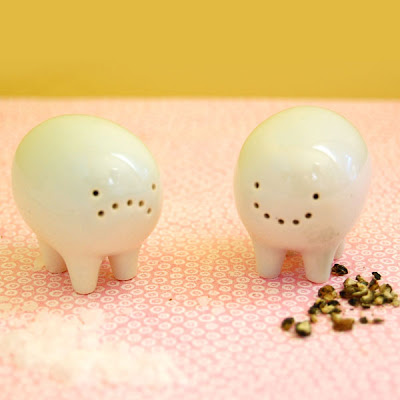 Unusual Salt and Pepper Shakers (15) 10