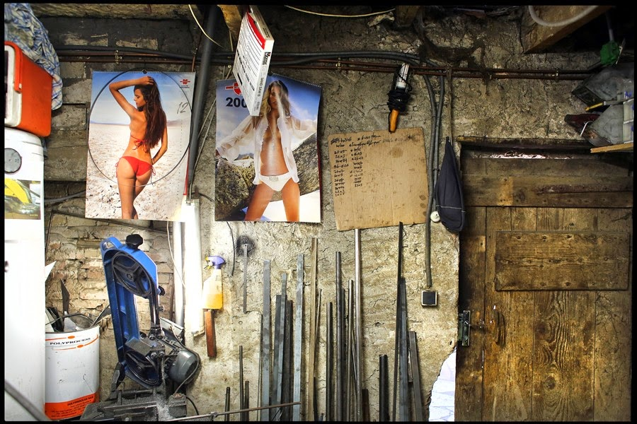 Pin up garage rocketgarage cafe racer magazine for Piani di caverna di garage uomo