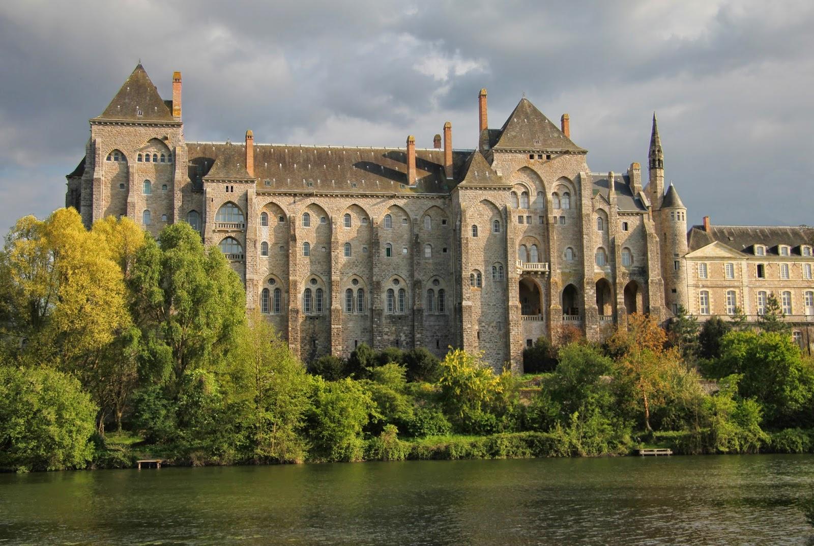 Merveilleux anjou abbaye saint pierre de solesmes - Abbaye de citeaux horaires des offices ...