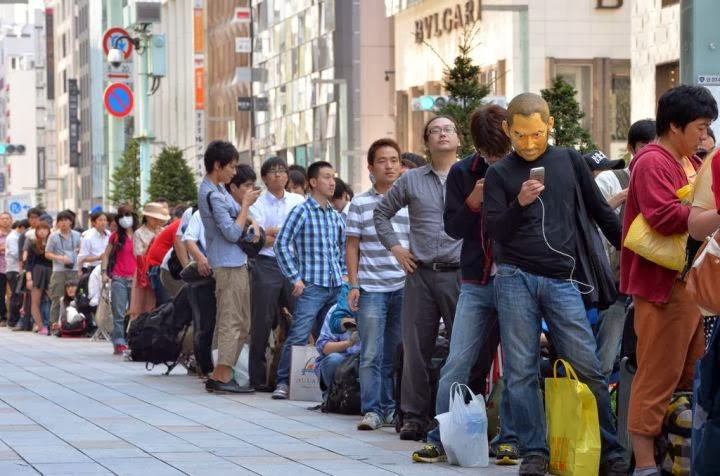 In Pictures: Fans File for New Iphones