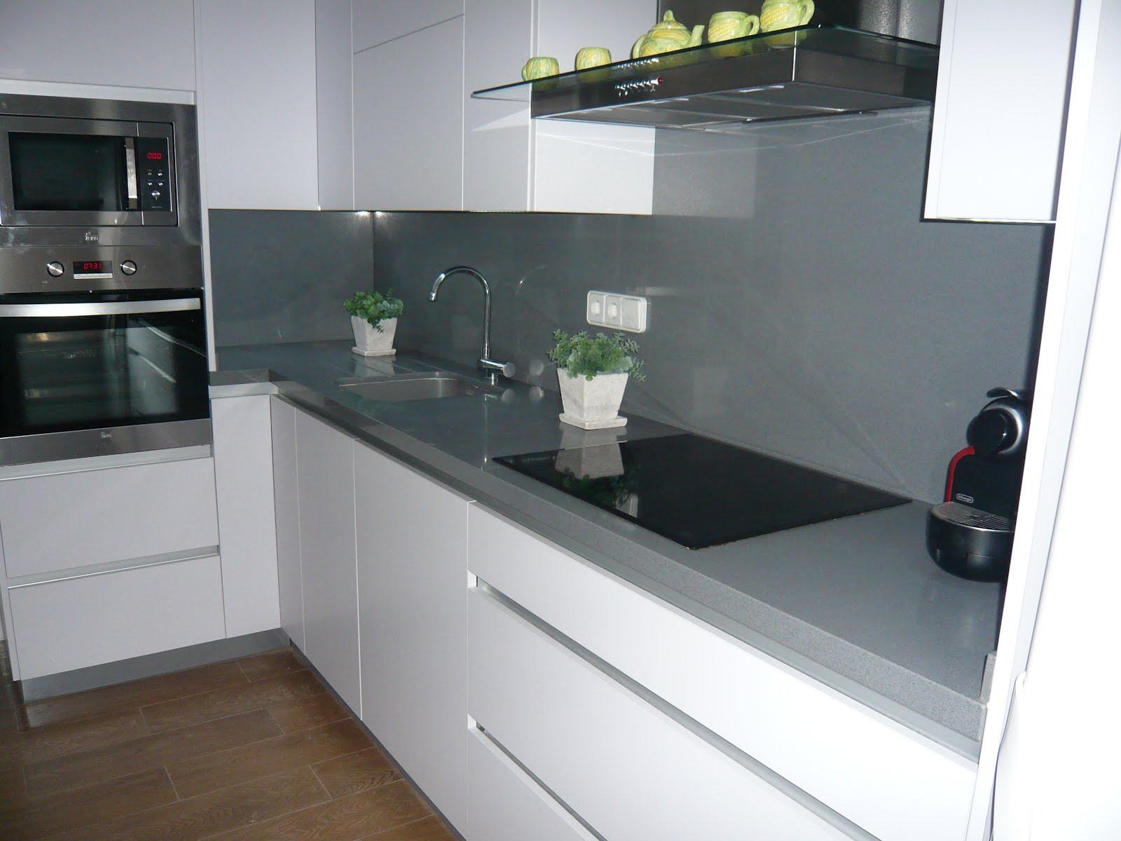 Reuscuina muebles de cocina con gola integrado sin - Tiradores para muebles de cocina ...