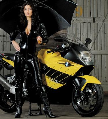 Mujeres en motos fotos 20