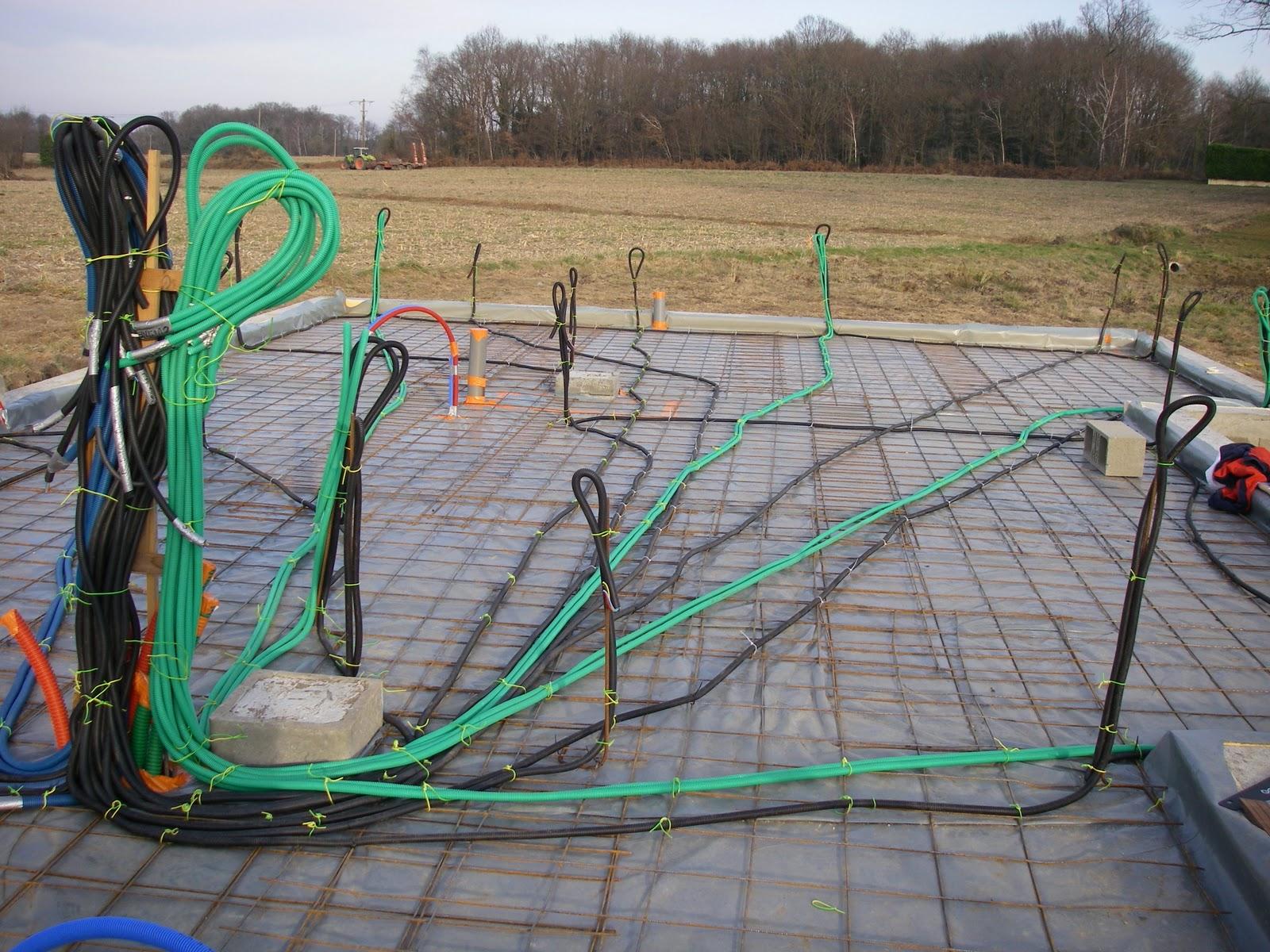 Passage des gaines electriques sur le treillis for Sous compteur electrique pour garage