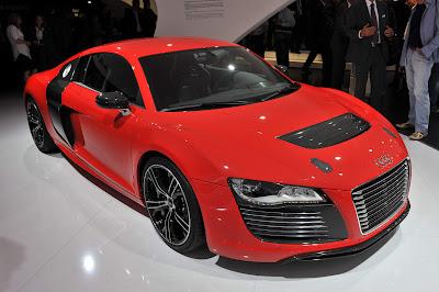 Audi-R8-eTron-Concept-Front-Side-View