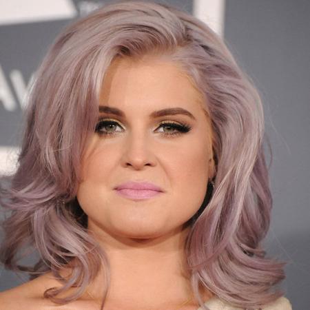 Кели Озбърн с лилава коса на Грами 2012