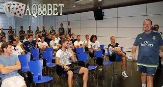 Liputan Bola - Manager Real Madrid, Rafael Benitez menegaskan bahwa ia tak terlalu mengutamakan raihan trofi dalam persiapan laga pramusim Real Madrid. Fokus utama Rafael Benitez adalah menyatukan seluruh tim