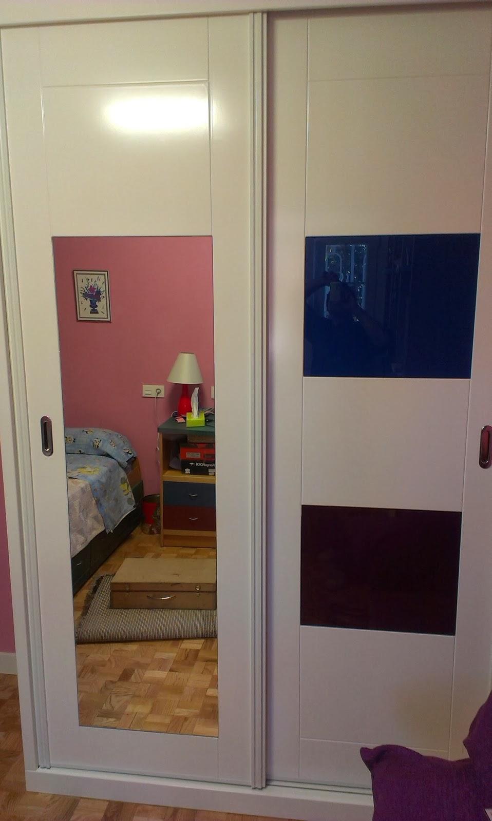 Muebles a medida armario lacado en blanco con espejo y - Armarios en blanco ...
