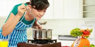 10 kebiasaan yang harus dihindari saat memasak