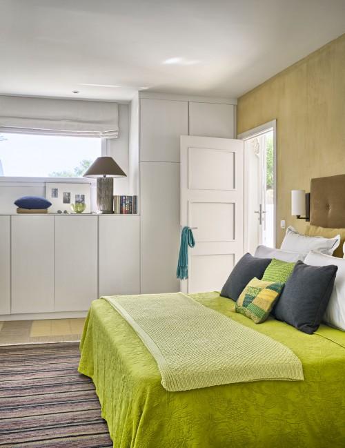 dormitorio tonos tierra y verde