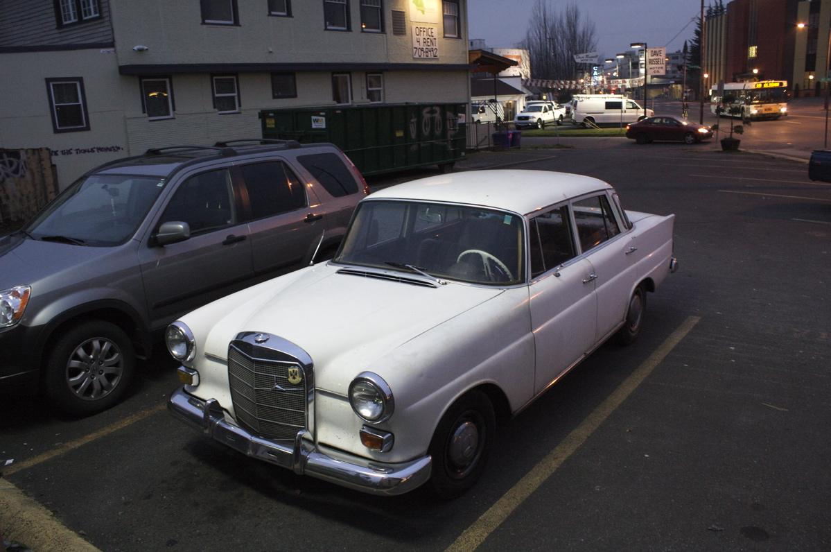 old parked cars 1968 mercedes benz 200d. Black Bedroom Furniture Sets. Home Design Ideas
