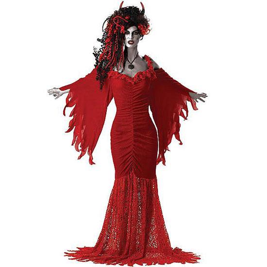 Disfraz muy conseguido de mujer del diablo