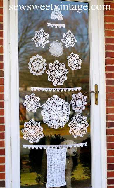 how to make a doily Christmas tree