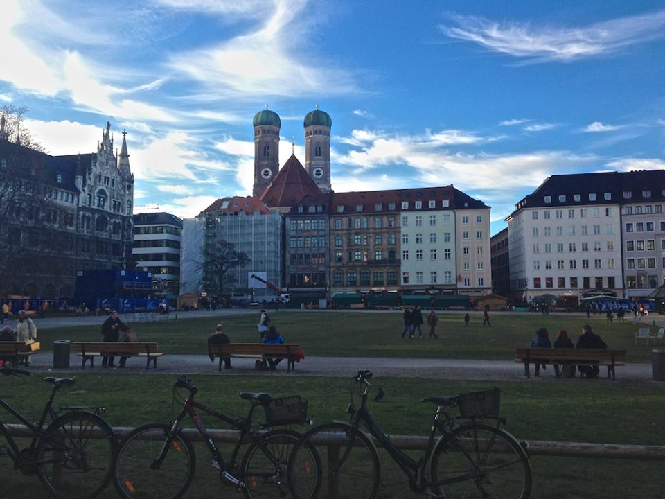 Wir wohnen in München!