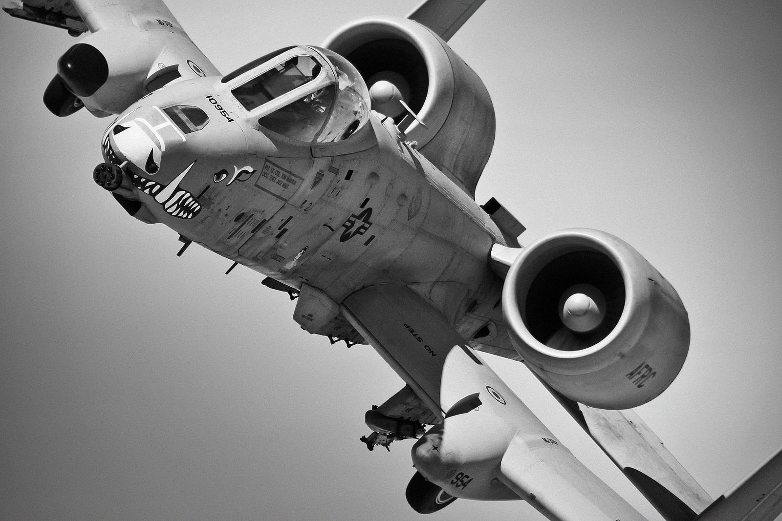 A-10 Thunderbold II e Boeing F-15C devem ser retirados de serviço na USAF