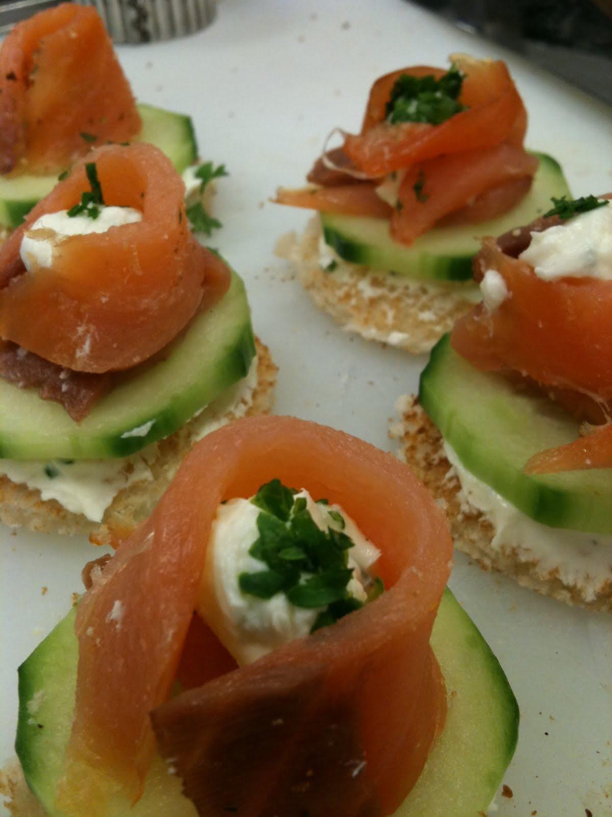 Adobo down under smoked salmon canapes for Smoked salmon canape