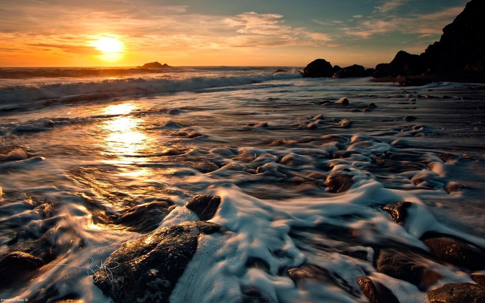 http://2.bp.blogspot.com/-W_lcFLyZFfY/T5EPzeALqRI/AAAAAAAADZs/707-z_jR1fw/s1600/sunset-over-the-surf-windows-8-wallpaper-1920x1200.jpg