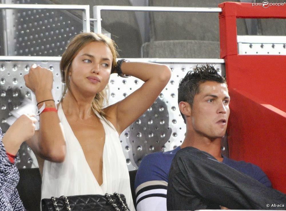 صورة صديقة رونالدو إيرينا شايك في أحضان لاعب كرة آخر