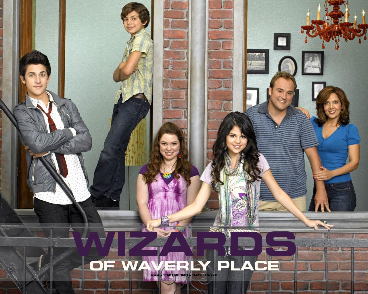 http://2.bp.blogspot.com/-W_nt4-W3x9k/T4f5XxUcTSI/AAAAAAAAAC8/GkK3CyAWso4/s1600/tv_wizards_of_waverly_place05.jpg