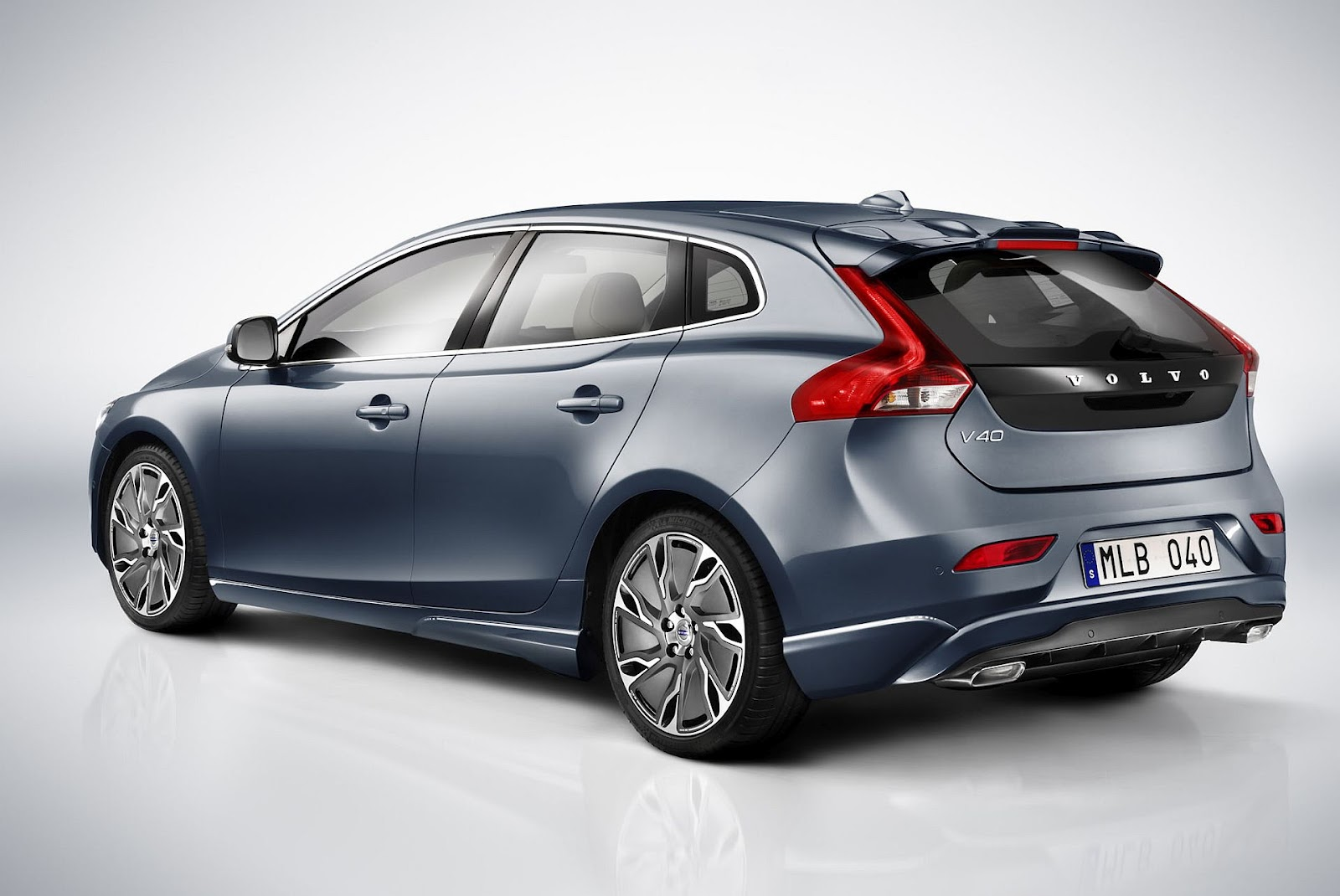 in4ride volvo v40 priced for south africa. Black Bedroom Furniture Sets. Home Design Ideas