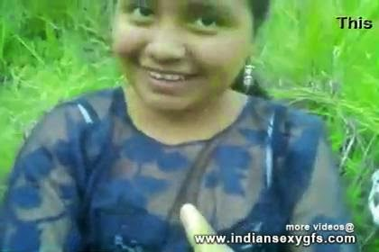 Desi North Indian Babe's Pussy Fingering By Boyfriend in Park