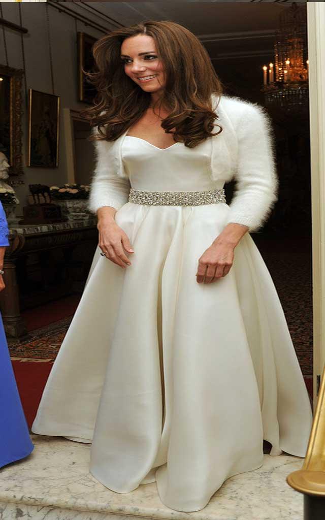 Fashionjewellery kate middleton wedding dress for Wedding dress kate middleton style
