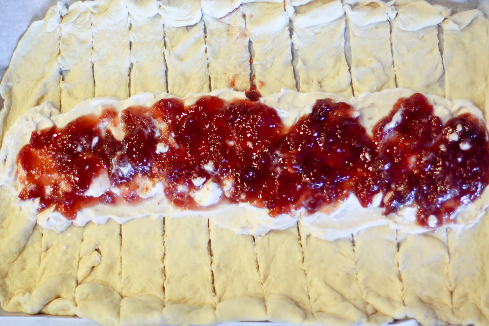 La Mia Vita: Braided Strawberry Cheese Bread
