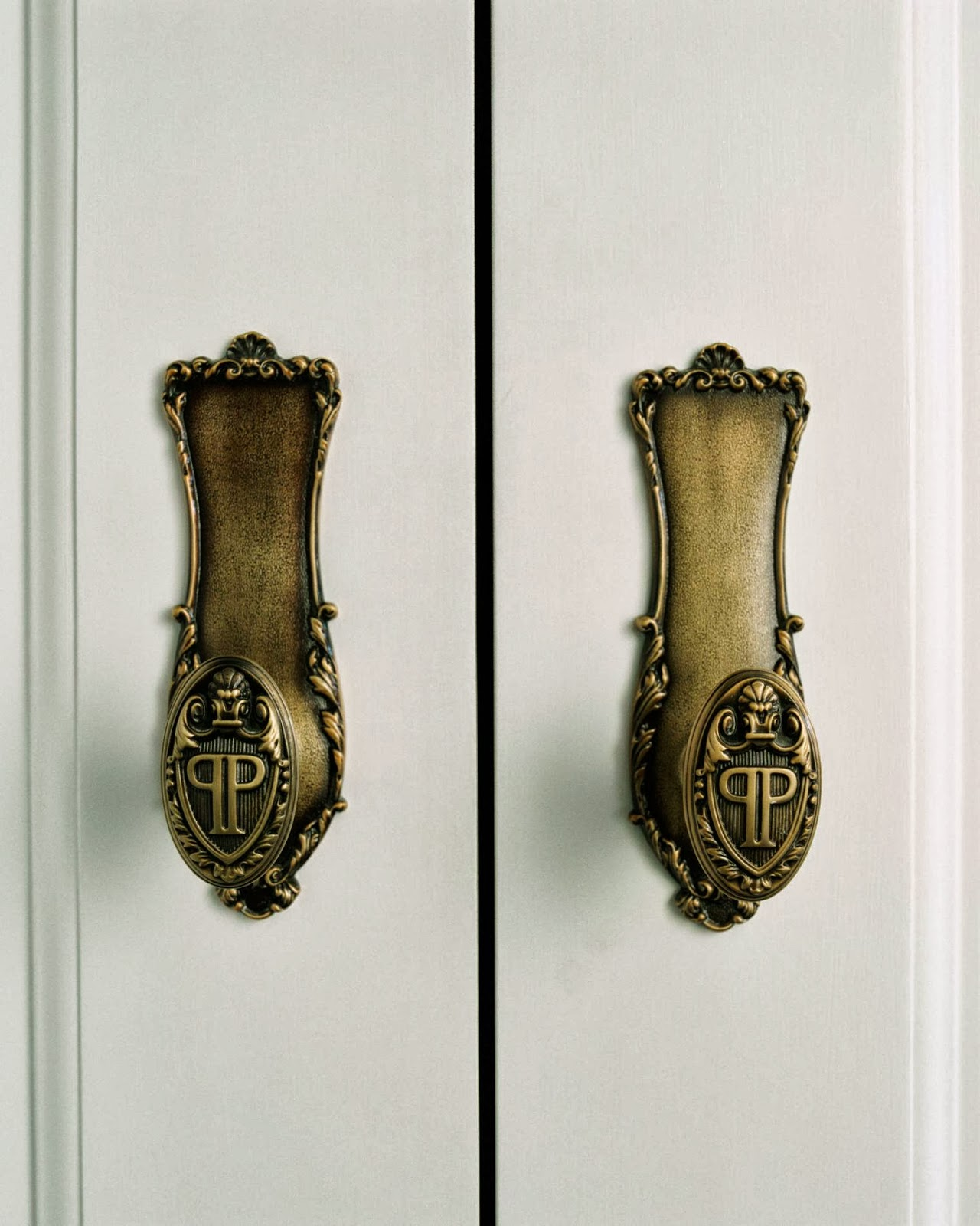 Classy And Antique Carved Door Handles