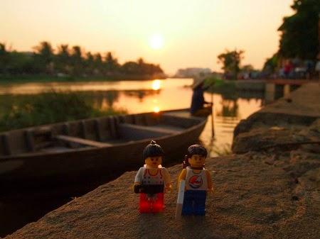 Cặp đôi Lego lãng mạn bên sông Thu Bồn - Hội An