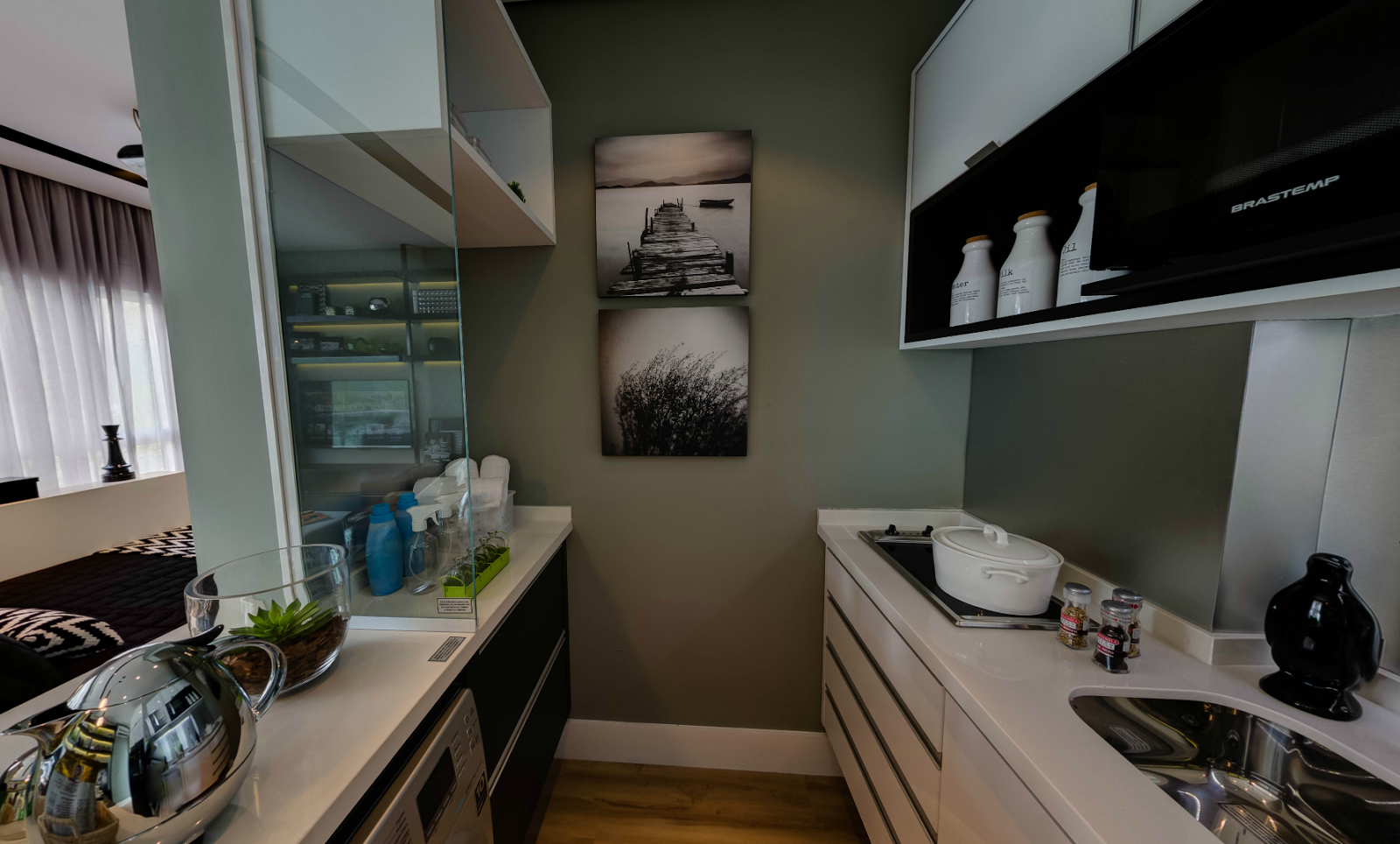 bancada da cozinha e a bancada da pia formam uma espécie de corredor #284C5C 1600 964