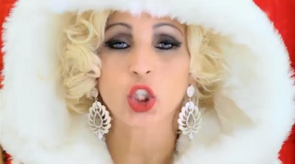 Susana Vieira dança e canta 'beijinho no ombro' no Faustão