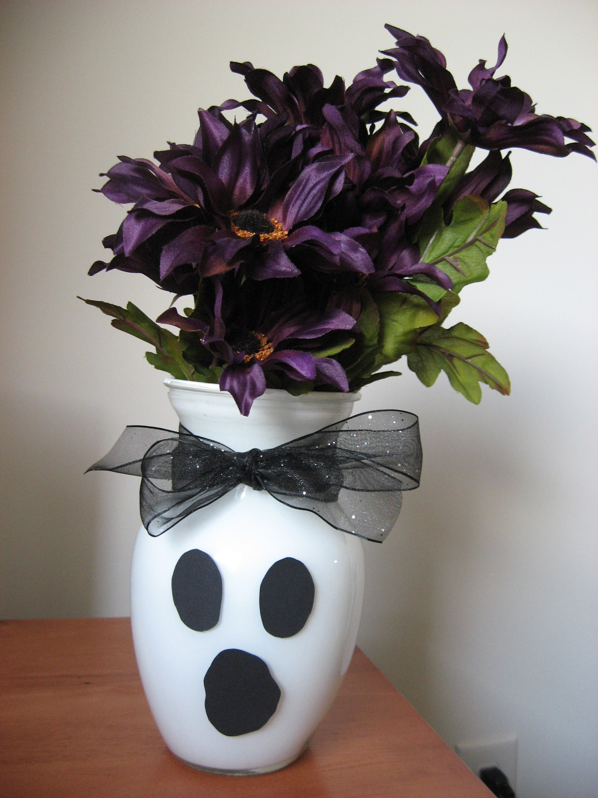 Sugar and Shimmer: DIY Ghost Vases